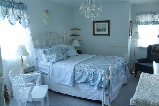 Tuxedo House B&B: Blue Room