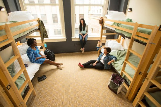 Hostelling International Chicago: Dorm style room