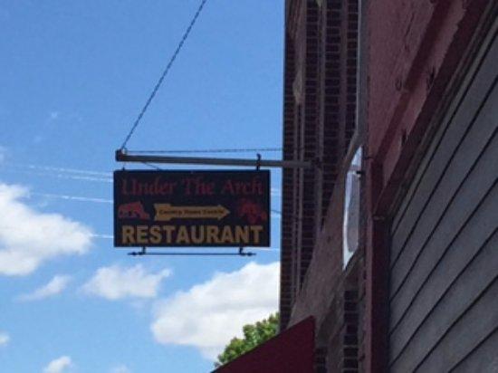 Under The Arch Restaurant: 06/07/16
