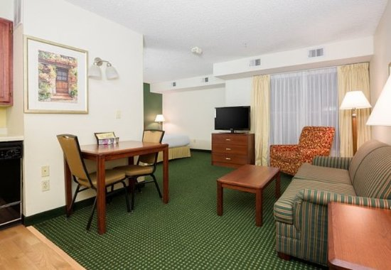 Roseville, CA: Accessible Studio King Suite
