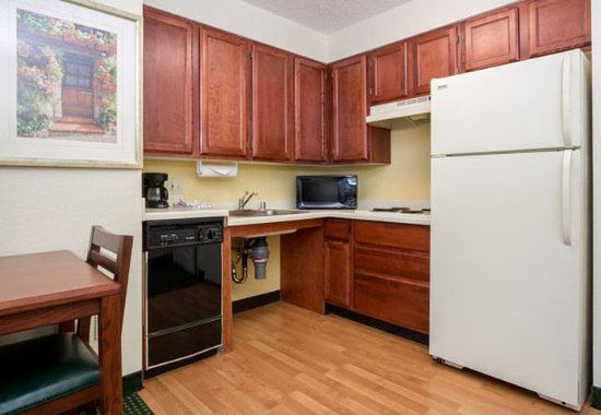 Roseville, CA: One-Bedroom Suite - Accessible Kitchen