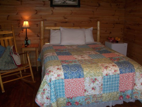 Shipshewana Campground & Amish Log Cabin Lodging