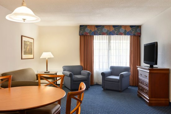 Country Inn & Suites By Carlson, Fredericksburg South (I-95) : CISFSVAExtStay Suite