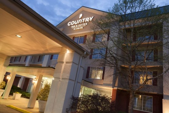 Country Inn & Suites By Carlson, Fredericksburg South (I-95) : CISFSVAExteriorDuskCU