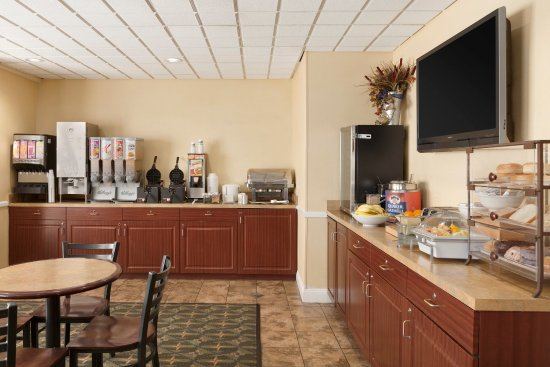Country Inn & Suites By Carlson, Fredericksburg South (I-95): FSVABreakfast Room