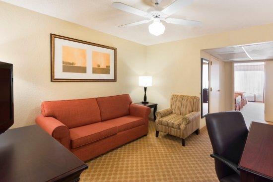 Country Inn & Suites By Carlson, Savannah Midtown: SAVNBedroom Suite