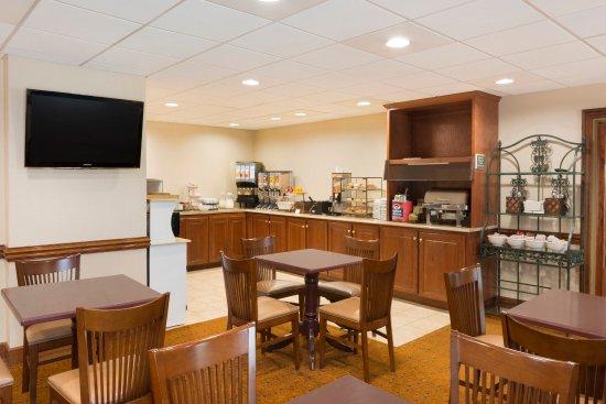 Country Inn & Suites By Carlson, Savannah Midtown: SAVNBreakfast Room