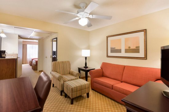 Country Inn & Suites By Carlson, Savannah Midtown: SAVNBedroom Suite