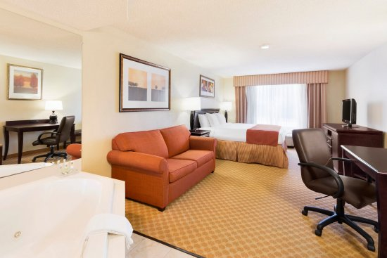 Country Inn & Suites By Carlson, Savannah Midtown: SAVNWhirlpool Suite