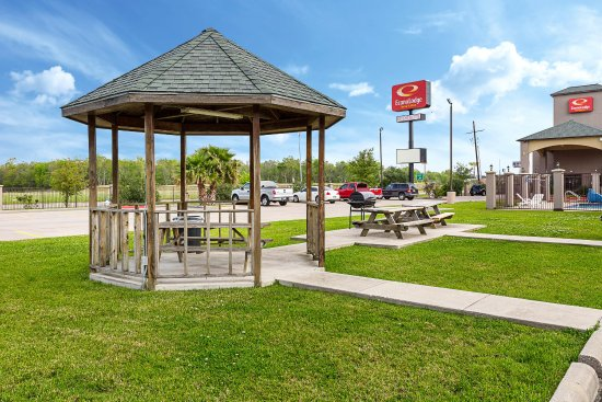 Photo of Econo Lodge & Suites Port Arthur