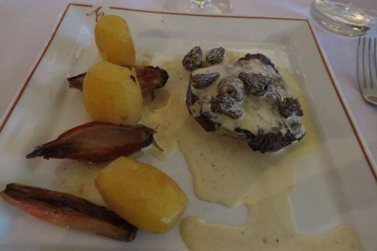 Auberge de Carcarille: delicious beef with morel mushrooms, potatoes, and caramelized onions