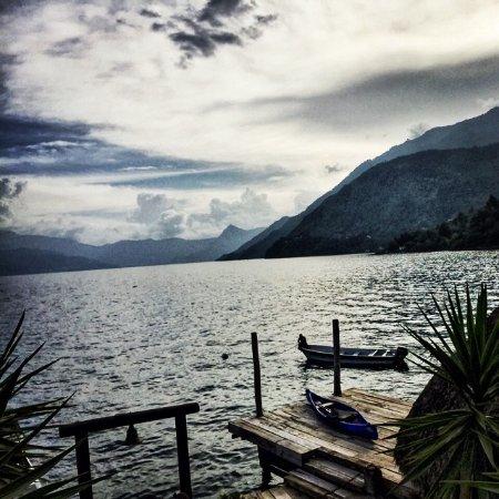 Laguna Lodge Eco-Resort & Nature Reserve : El muelle del hotel desde donde se pueden tomar las lanchas.