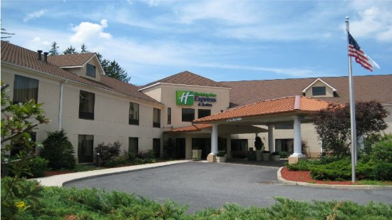 Holiday Inn Express Great Barrington: Hotel Exterior Summer