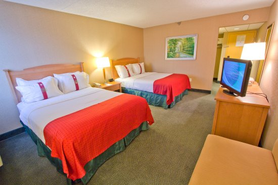 Holiday Inn Downtown Everett: Double Queen Guest Room