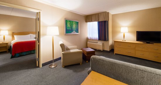 Holiday Inn Downtown Everett: King Suite