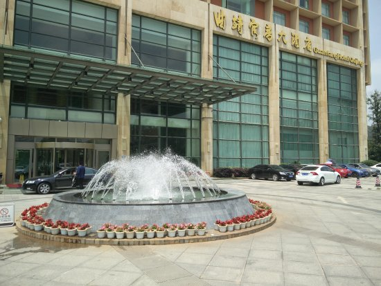 Qujing, China: Fountain in front of hotel entrance.