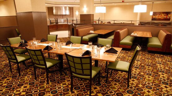 Holiday Inn Bristol Conference Center: Full service restaurant, open daily for breakfast from 6am-10:30am
