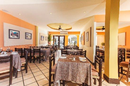 Bravos Restaurant Bar: Interior