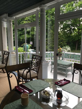Anne's White Columns Inn: Beautiful place to start a day!