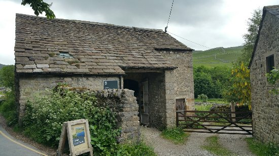 Malham, UK: National Trust barn