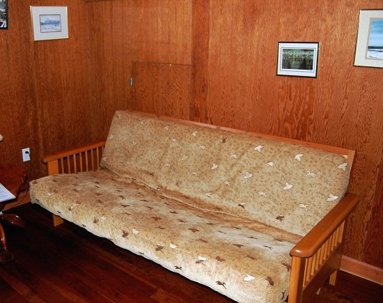 Telegraph Cove Resort: Couch