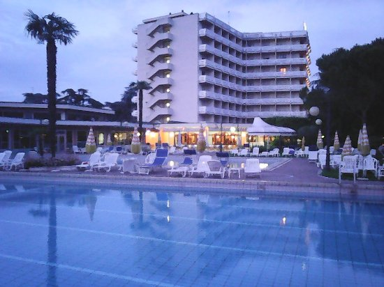 Apollo Hotel Terme: Foto scattata la sera prima di partire... voglio tornareeee!