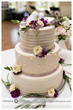 Daube's Cakes and Bakery: wedding cake