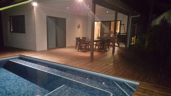 Sea Change Villas: Private pool and deck area