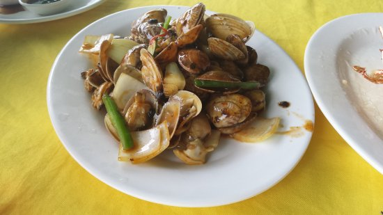 Small portion of clams, about 80 HKD