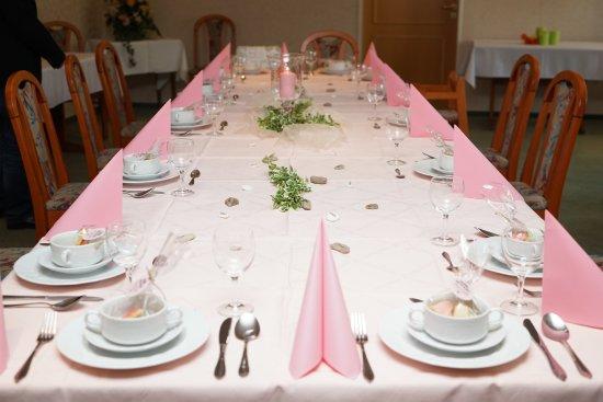 Holm, Germany: Ladiges Gasthof: liebevoll, schlicht dekoriert ...