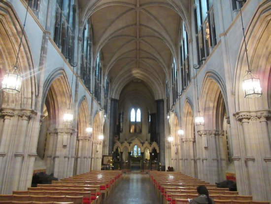 Christ Church Cathedral: Attractive interior. It's fun to see that the north wall is discernably out of plumb.