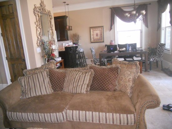 Villages of Crystal Beach: First class furnishings, elegant decor