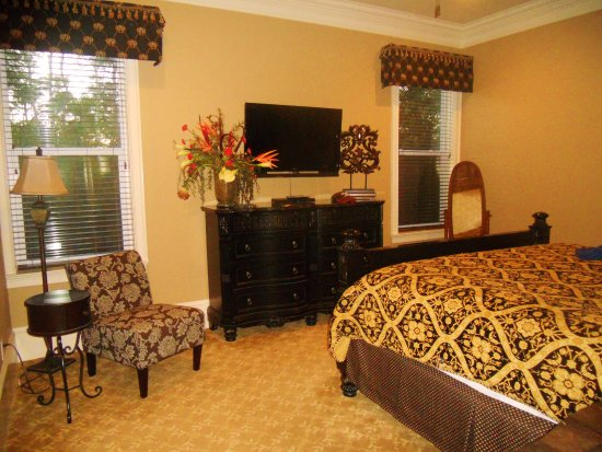 Villages of Crystal Beach: Lovely ground floor master suite