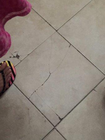 Sleep Inn  Lake Wright : Cracked elevator tiles