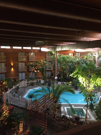 Vernon Atrium Hotel and Conference Centre: Lovely pool view