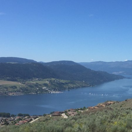 Vernon Atrium Hotel and Conference Centre: View of Kalamalka Lake from Vernon hilltop