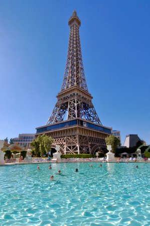 Paris las vegas 64 2 5 8 updated 2018 prices for Paris hotel pool