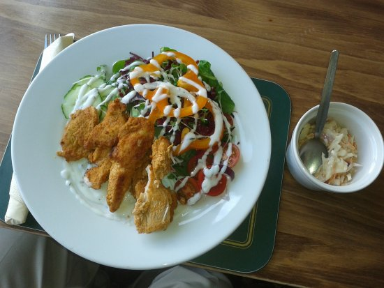Penmaenmawr, UK: Home made Tandoori Chicken Salad and Coleslaw