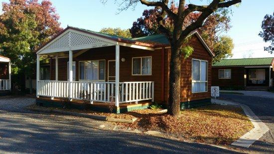 BIG4 Albury Tourist Park: Spa cabin