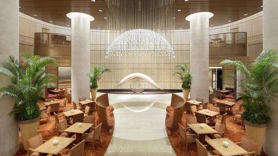 The Peninsula Tokyo: The Lobby