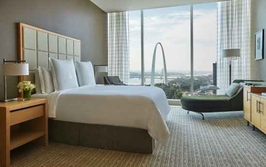 Four Seasons Hotel St. Louis : STL_Arch View Room