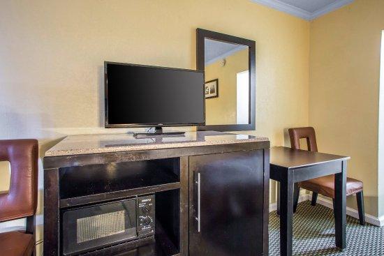 Rodeway Inn Boardwalk: Guest room