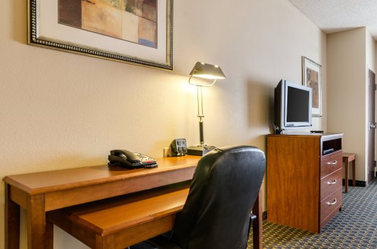 Comfort Suites : Guest room
