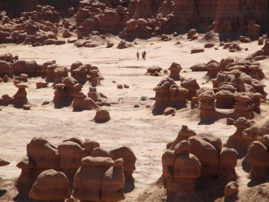 Goblin Valley State Park: Goblin Valley and people strolling thru it