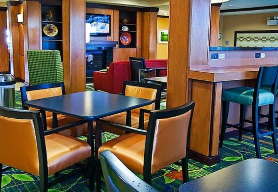 Fairfield Inn & Suites Tampa Fairgrounds/Casino: Breakfast Seating
