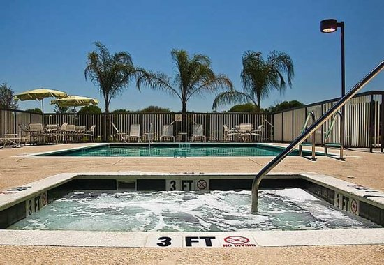 Fairfield Inn & Suites Tampa Fairgrounds/Casino: Outdoor Pool & Spa