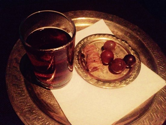 Miraj Hammam Spa by Caudalie: Delicious baklava, refreshing grapes and herbal tea enjoyed in the lounge after a treatment. I w