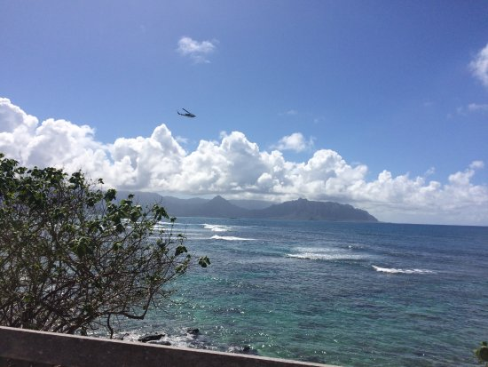 The Lodge at Keneohe Bay : Flight patterns only affected us 1 day. Not much of a bother otherwise.
