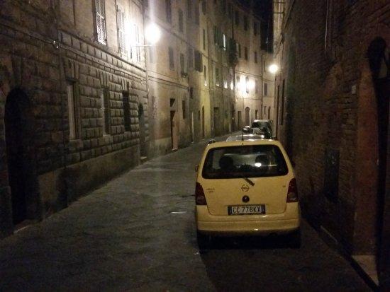 Al Mercato B&B: The street at night just outside the B&B.