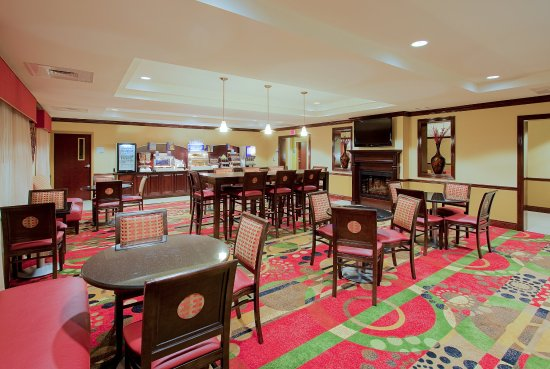 Holiday Inn Express Hotel & Suites - Pensacola West-Navy Base: Breakfast Area